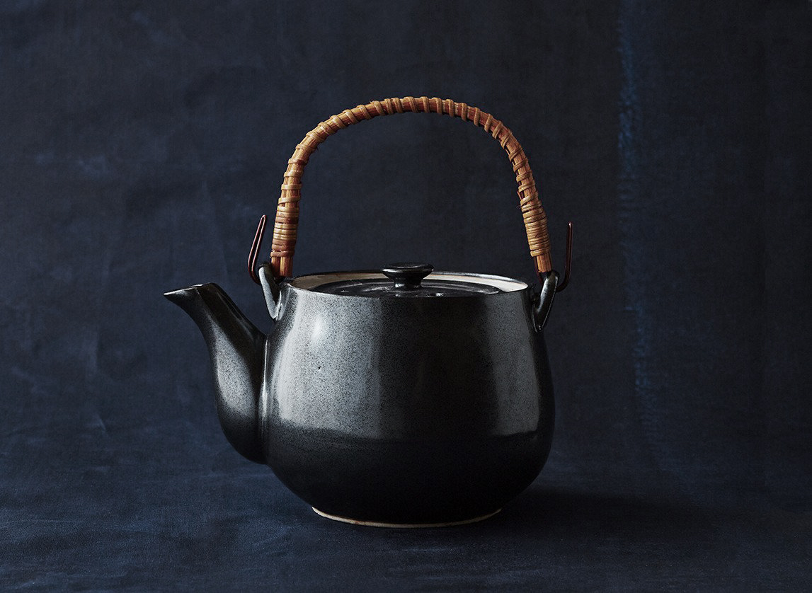 Iron Glazed Tea Pot | BELLOCQ
